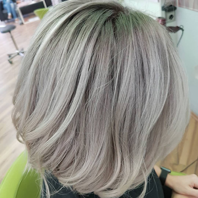 Graue Balayage, cool blond mit Wella Illumina, Olaplex, Urban Alchemy